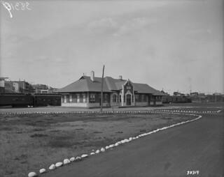 Canadian National Railway station, Shawinigan, Quebec / Gare des Chemins de fer nationaux du Canada, Shawinigan (Québec)