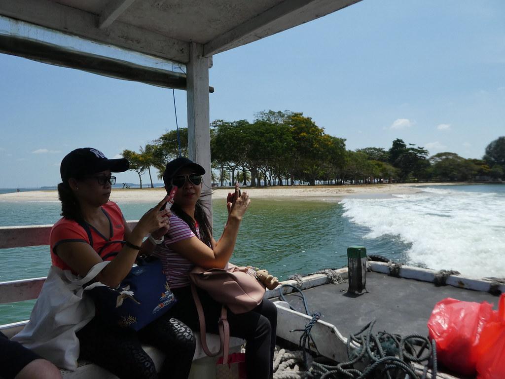 Bum boats to Pulau Ubin