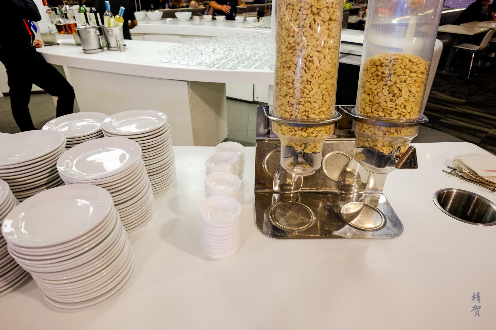 Nuts dispenser
