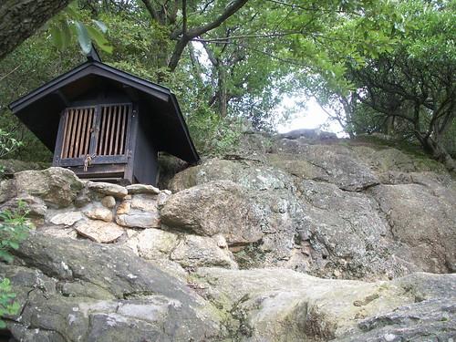 鐸比古神社と鐸比売神社の奥之院・高尾山 | by megalith_mury