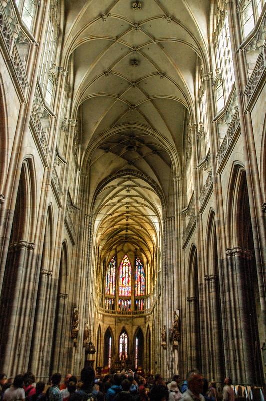 教堂內中廊