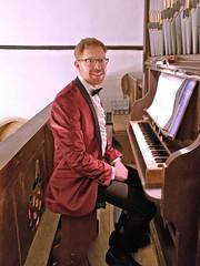 Organ pose 1