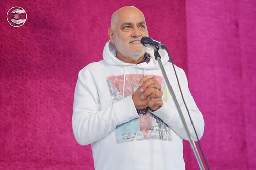 Devotional song by Dilbag Uppal from Sant Nirankari Colony Delhi