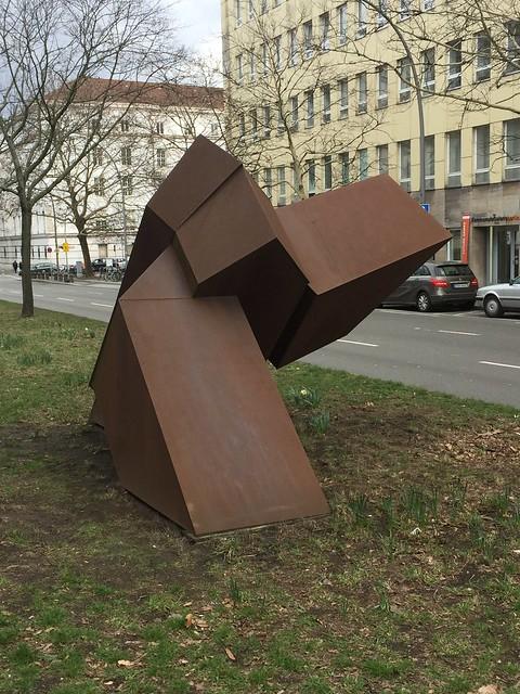 1994 Berlin Ikarus von Georg Seibert Cortenstahl Mittelstreifen Hohenzollerndamm 34 in 10713 Wilmersdorf