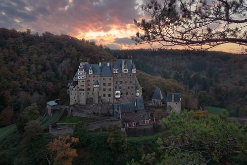 autumn burg burgeltz castle château deutschland eifel germany herbst schloss sonnenuntergang sunset historisch