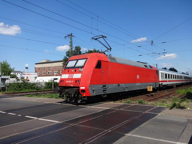1997 Hochleistungs-Universal-Drehstrom-Elektro-Lokomotive 101 052-9 von ADtranz Bau-Nr. 33162 Am Sudenburger Bahnhof in 39110 Magdeburg-Sudenburg