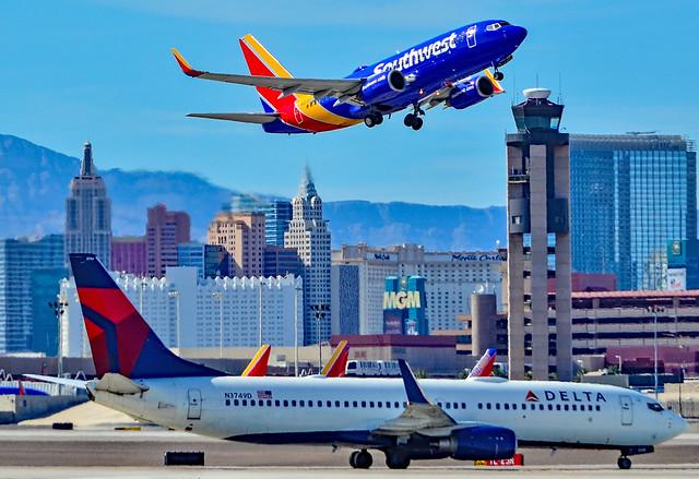 N3749D Delta Air Lines Boeing 737-832 s/n 30490