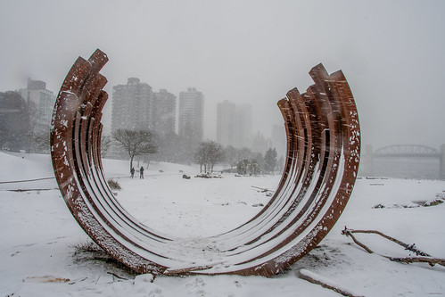 snowatsunsetbeach sunsetbeach vancouver englishbay ©martinsmith martinsmith snow seawall sculpture 2175arcx13 peoplewalkinginthesnow westend burrardbridge snowing beach