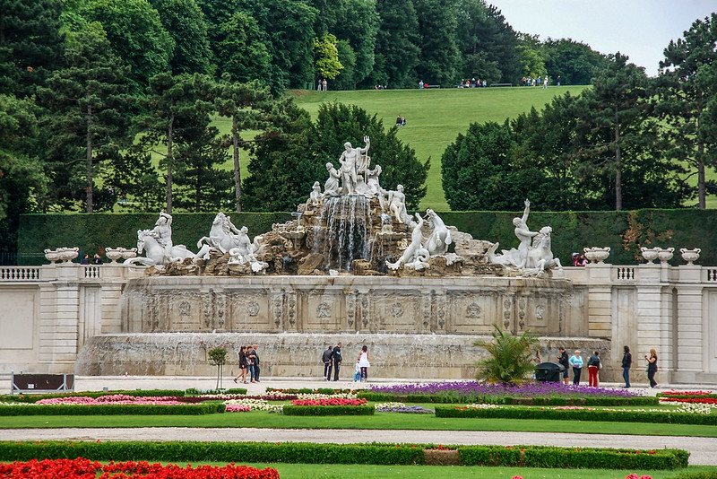 熊布朗宮海神噴泉(Neptunbrunnen)