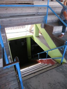 チェンマイ競馬場のスタンドの階段