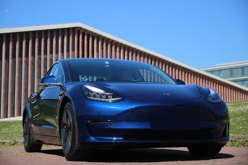 Nuestro Tesla Model3 en campus EHU-UPV