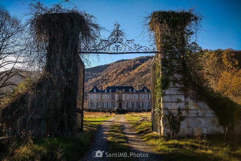 Entrada al Château de Gudanes