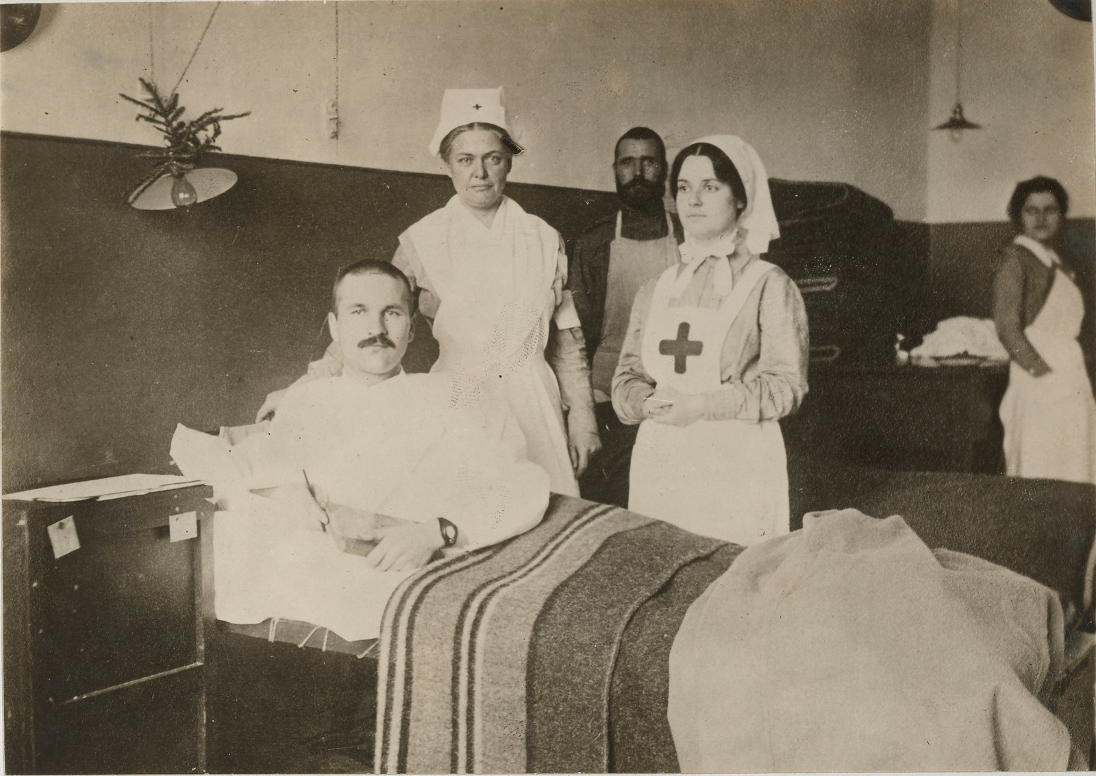 Русские медсёстры и пациент