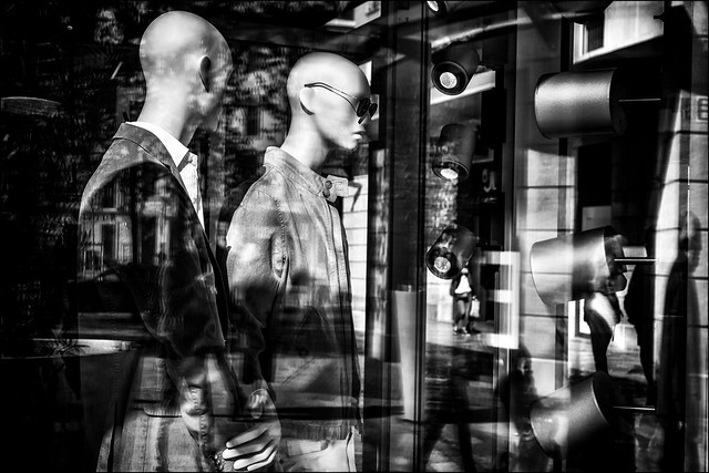 La vitrine dans la vitrine dans la vitrine... / the window in the window in the window...