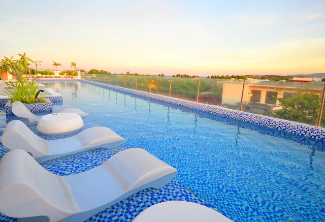 ferra hotel and garden suites roof deck pool