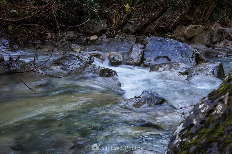La corriente del agua en el río Gurn