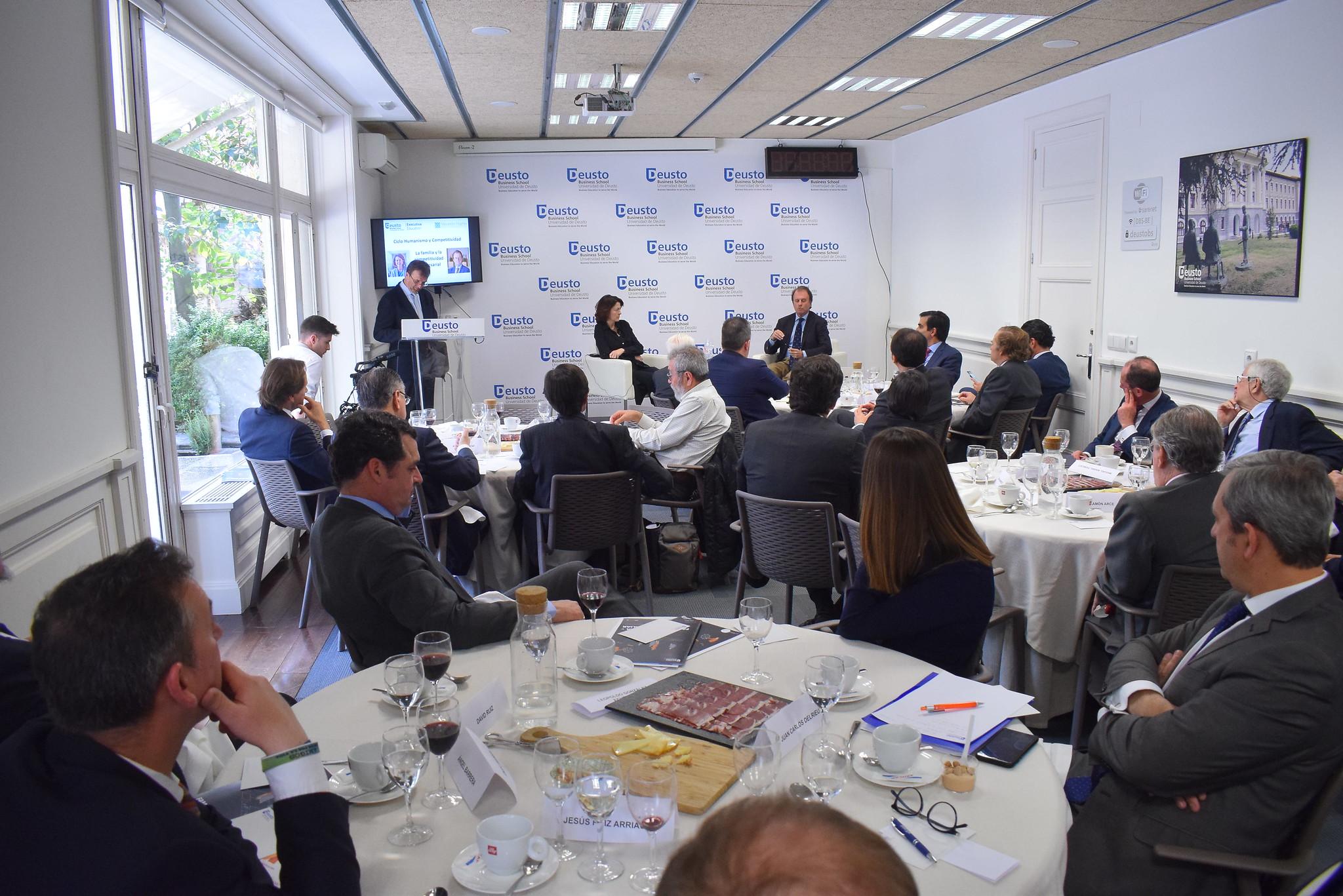 """04/03/2019 - Tercer coloquio del Ciclo """"Humanismo y Competitividad"""". Ignacio Osborne y María Teresa Corzo"""