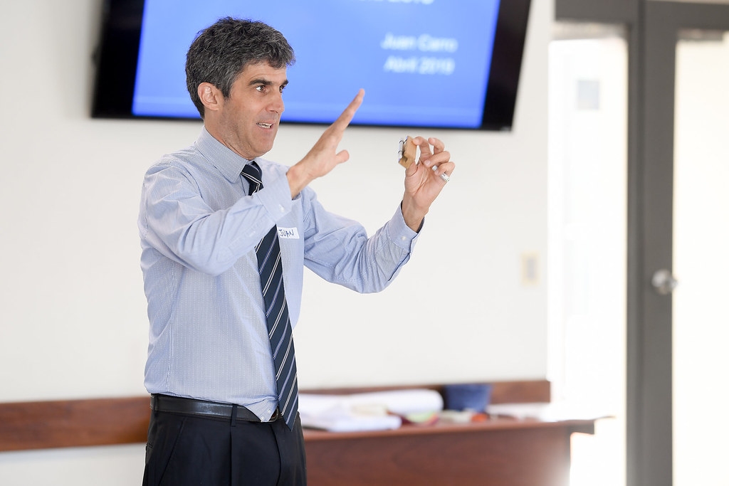 Dialogando el conflicto: taller dictado por el profesor Juan Carro Casabó