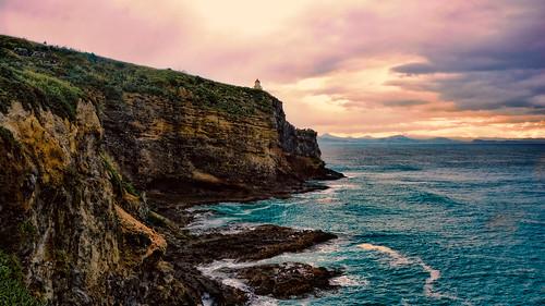 newzealand coast costa cliff peñascos riscos rocas acantilados mar sea sunset lighthouse faro nuevazelanda landscape paisaje paisagem
