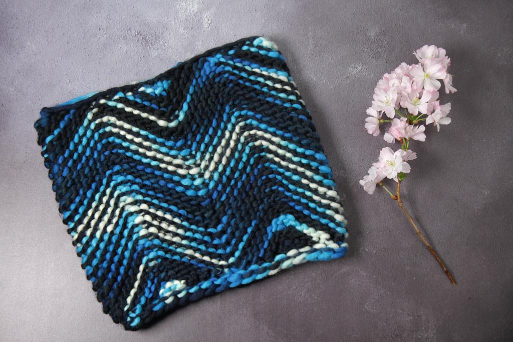 Tsunami Cowl knitting pattern