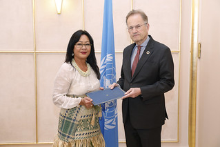 NEW PERMANENT REPRESENTATIVE OF THE MARSHALL ISLANDS PRESENTS CREDENTIALS TO THE DIRECTOR-GENERAL OF THE UNITED NATIONS OFFICE AT GENEVA