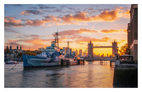 london sunrise ship hms belfast towerbridge bridge thames river riverthames city morning landscape landscapes landscapephotography cityscape cityscapes cloud clouds colour canon england efs1585mmisusm eos eos80d
