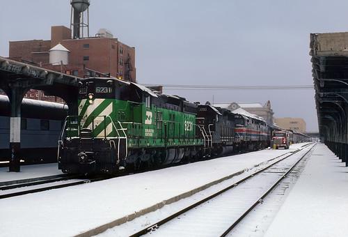 burlingtonnorthern bn emd sd9 6231 passengertrain denverunionstation dut depot station californiazephyr 5 amtrak amtrak5 denver colorado train railroad locomotive co