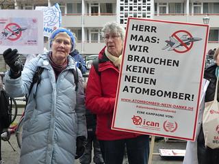 Protestaktion Auswärtiges Amt, Atombomber - Nein, Danke! | by ippnw Deutschland