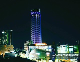 Suasana Pemandangan Di Waktu Malam Bangunan Komtar Pulau P Flickr