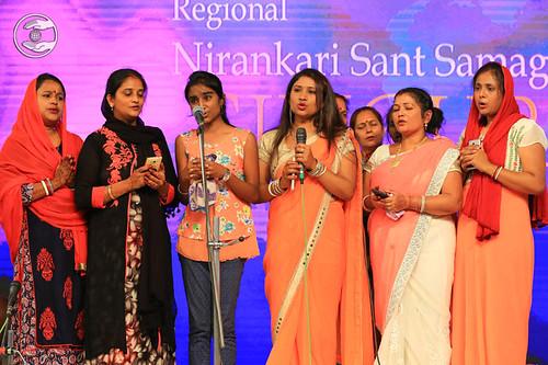 Hindi devotional song by Renu Gupta and Saathi
