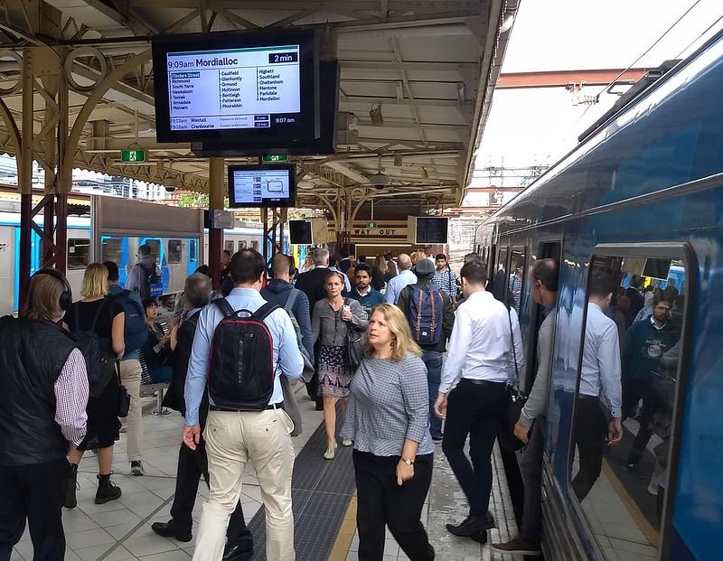 Train diverted out of Loop - still plenty of people wanting Flinders Street