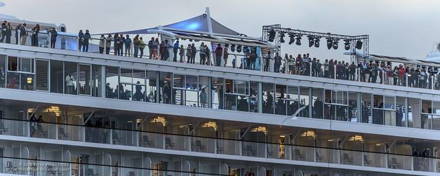 TRA • Alle warten auf Taufpatin Lena Meyer-Landrut • Mein Schiff 5, so schön hell sah es die Kamera