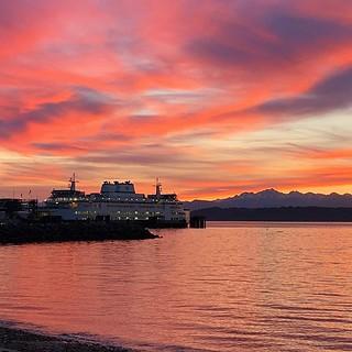 Sunset, my favorite color. | by PhoenixREGuy