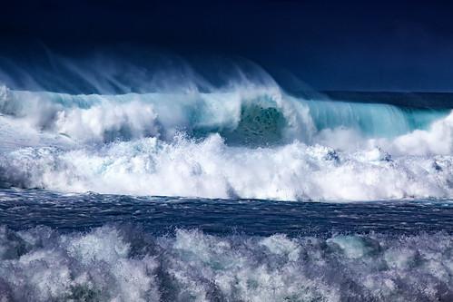 Incredible Hawaiian Waves | by El-Branden Brazil