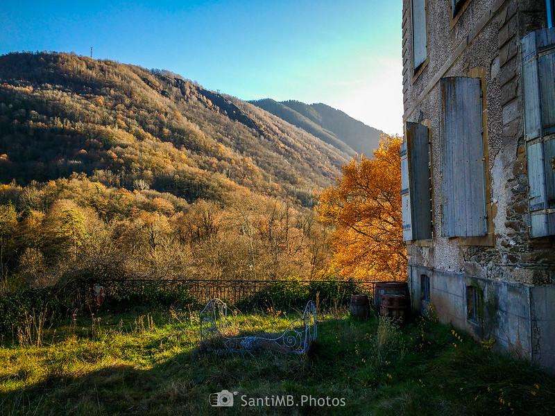 Cerca de la puerta del Château de Gudanes