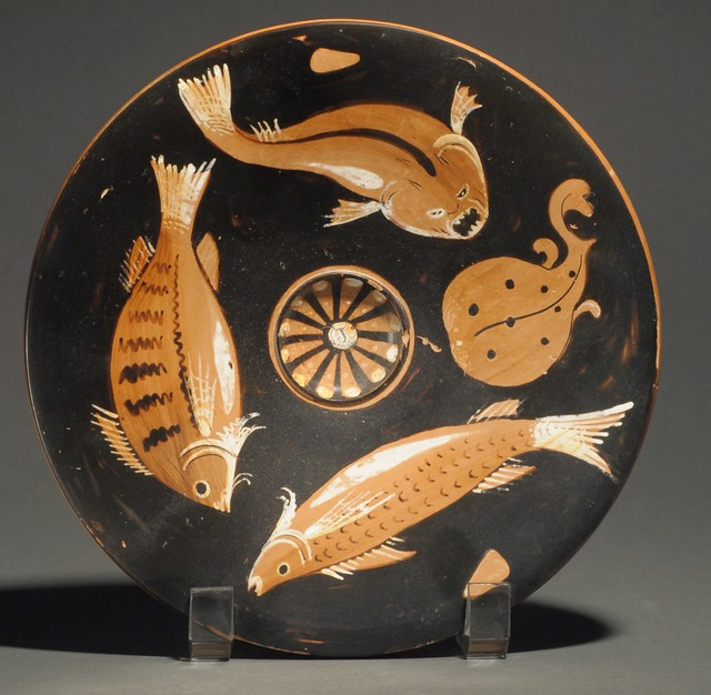 An Apulian Red-figure Fishplate from the Workshop of the Darius Painter and of the Perrone-Phrixos Group