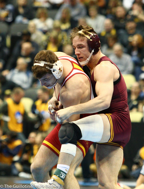 Champ. Round 1 - Steve Bleise (Minnesota) 19-7 won by major decision over Chase Straw (Iowa State) 21-11 (MD 9-1) - 190321amk0095