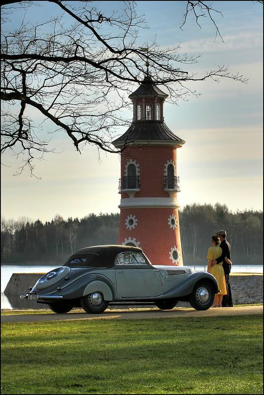 BMW Oldtimer am Leuchtturm