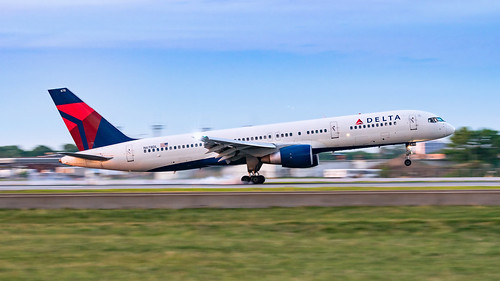 minneapolisstpaulinternationalairport msp kmsp mspairport aviation airplane panning aviationphotography rawrecovery n678dl boeing 757 757200 b752 757232 deltaairlines avgeek