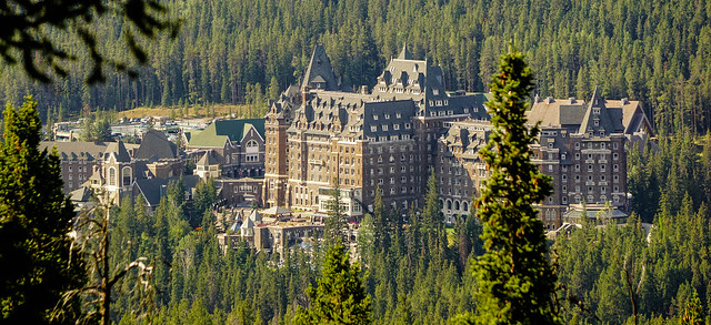 Fairmont Banff Springs Hotel (Rating:7)