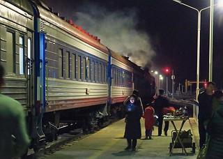 中停東戈壁草原的賽音山達,是蒙古縱貫鐵路的必經之地,放風時間有半小時,當然要感受一下零下13度的低溫!我還穿少一件鵝絨去吹風~爽! 【浪游旅人】https://ift.tt/1zmJ36B #bacpackerjim #breaktime #cold #belowfreezing #sleeper #compartment #bed #train #railway #station #Сайншанд #sainshand #mongolia #монголулс | by 浪遊旅人 BackpackerJim