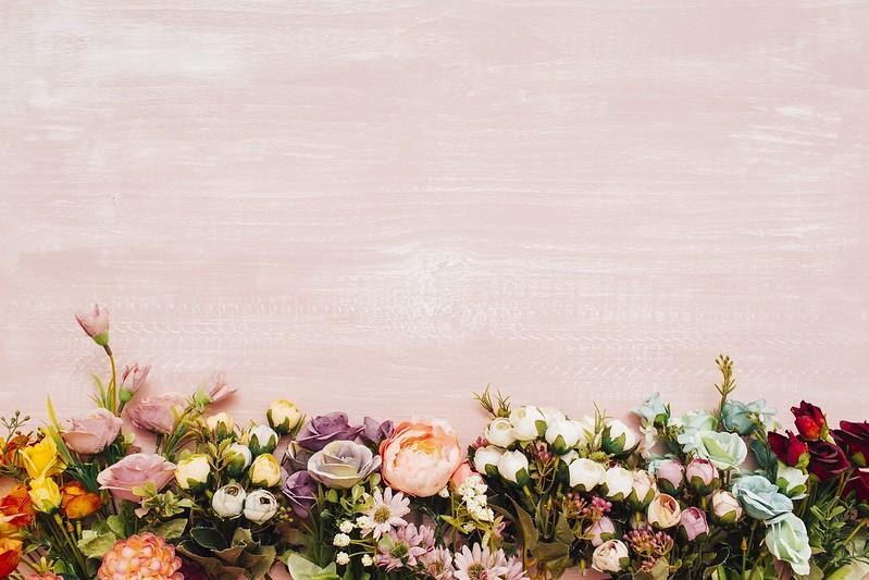 Обои цветы, фон, colorful, wood, flowers картинки на рабочий стол, раздел цветы - скачать