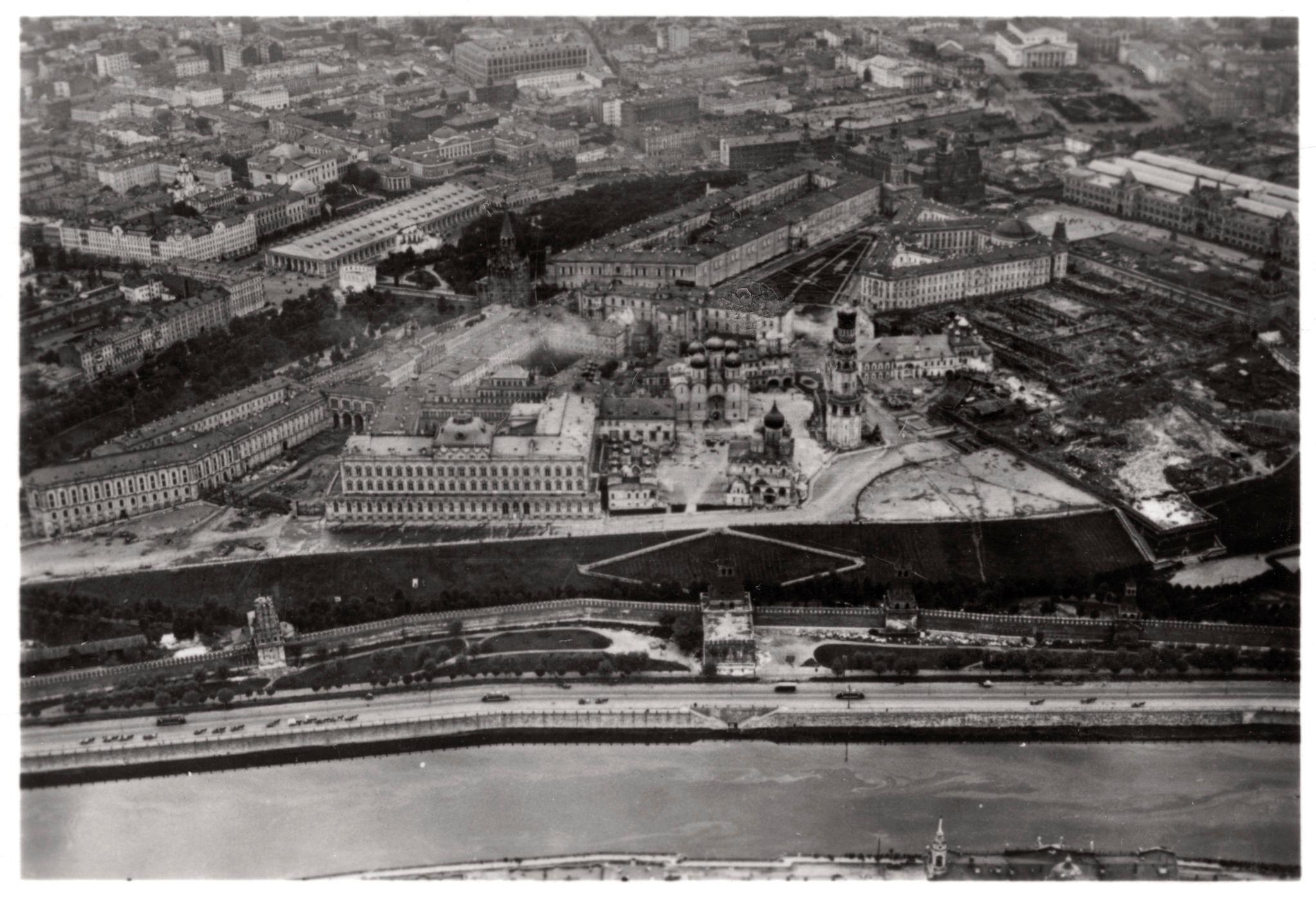 Москва. 10 сентября 1930 года в 9 часов утра с немецкого дирижабля. Кремль