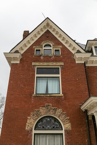 house dwelling residence historic ornate romanesque stonework voussoirs paris kentucky unitedstatesofamerica us rusticated twostory queenanne bourboncounty roundarched leadedglass cornicereturns modillions brinkleyrenick ca1895