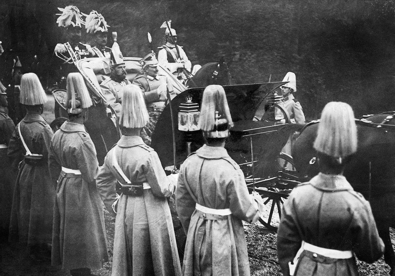 1910. Император Николай II и император Вильгельм II по дороге в замок в Потсдам