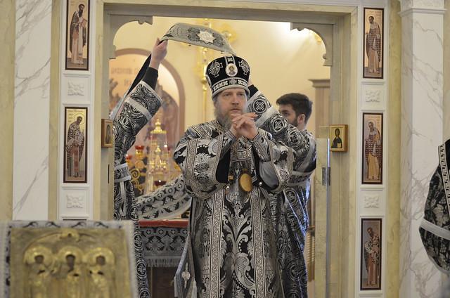 Богослужение в храме святых равноапостольных братьев Кирилла и Мефодия при МГУ