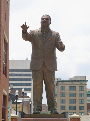 martinlutherkingjr statue memorial roanoke virginia