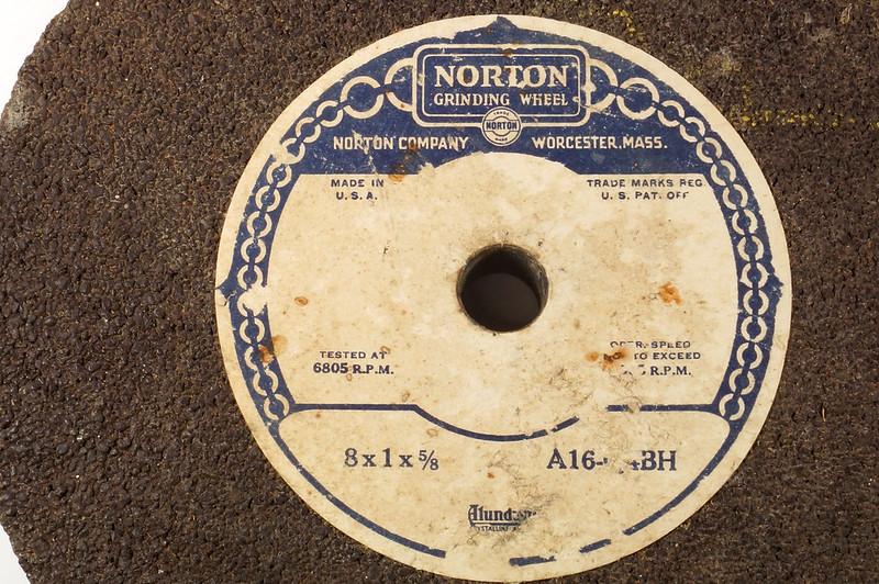 RD26948 2 NOS Vintage Norton Alundum Grinding Wheels A16-Q4BH DSC09917