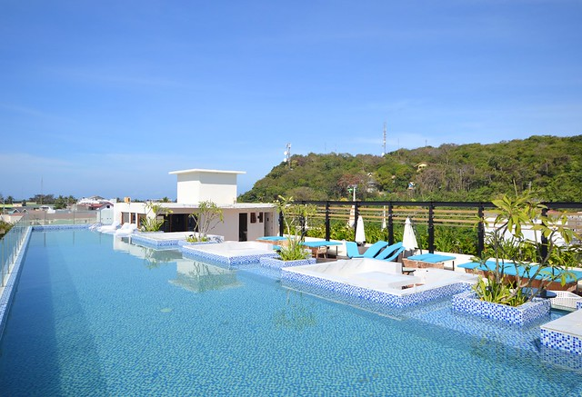 ferra hotel and garden suites roofdeck pool