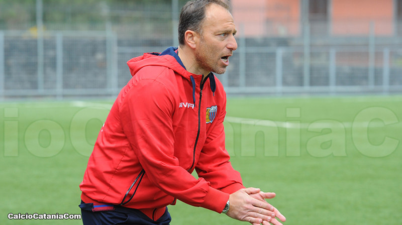Orazio Russo, allenatore della Berretti rossazzurra, in una fase di Catania-Virtus Francavila 4-1